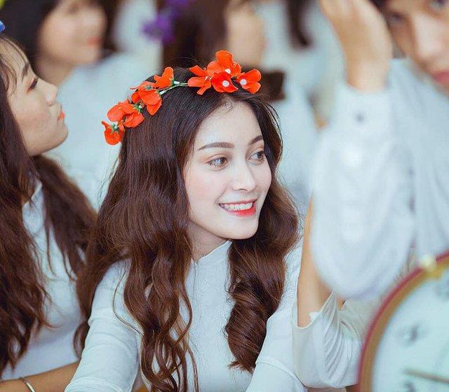 Cộng đồng mạng xôn xao, tìm ra nữ sinh 2K xinh đẹp, thần thái , gương mặt chưa khác gì Địch Lệ Nhiệt Ba - Ảnh 3.