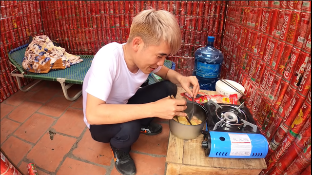 Con trai Bà Tân Vlog sống thử trong ngôi nhà Coca, đáp trả chỉ trích gây lãng phí, ô nhiễm - Ảnh 4.