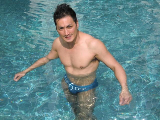 Ở tuổi 61, Triển Chiêu Hà Gia Kính gây bất ngờ với thân hình vạm vỡ, cơ bắp cuồn cuộn - Ảnh 3.