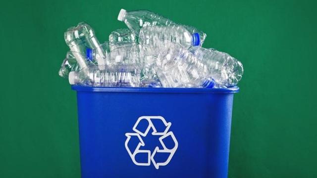 Các nhà khoa học tạo ra loại enzyme đột biến ăn gần xong 1 tấn chai nhựa chỉ sau vài giờ - Ảnh 2.