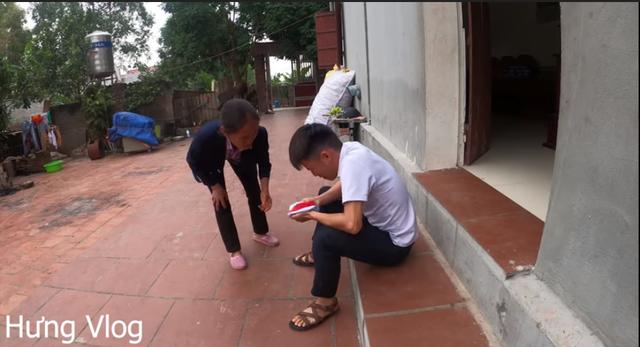 Con trai Bà Tân Vlog chơi lớn khi giả bệnh, fan nhận xét: Hết ý tưởng rồi chăng? - Ảnh 4.