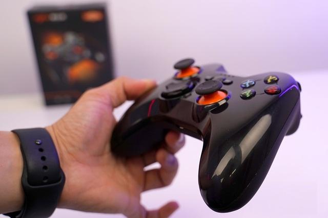 Chơi FIFA, Call of Duty: Warzone... bằng tay cầm gaming với giá chưa đầy 500 nghìn đồng - Ảnh 12.