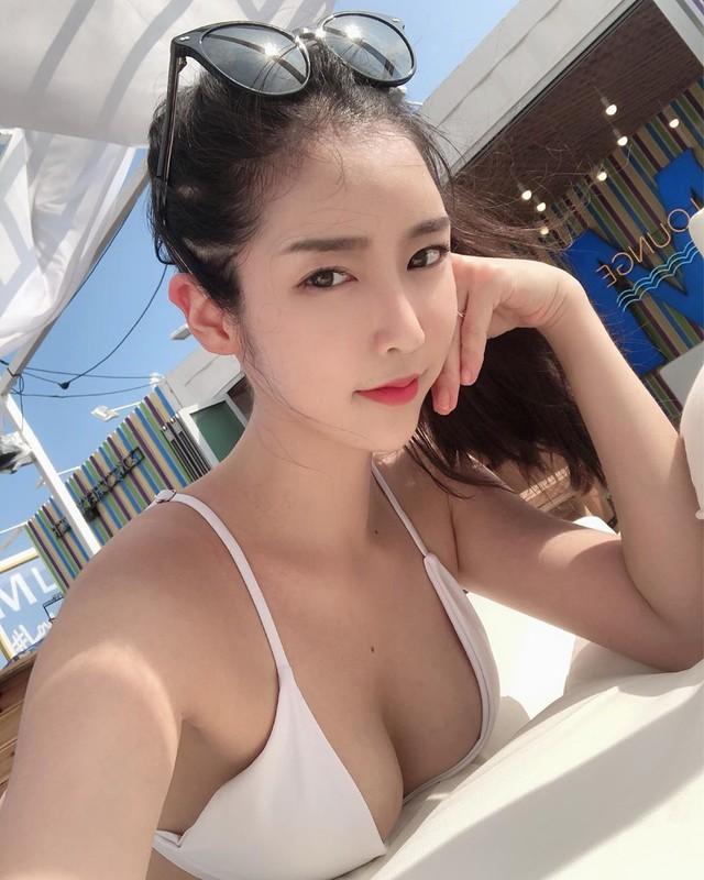 Nhan sắc của hai hot girl khẩu trang nổi đình đám mạng xã hội, chỉ nhìn nửa mặt cũng đã biết là gái xinh - Ảnh 3.