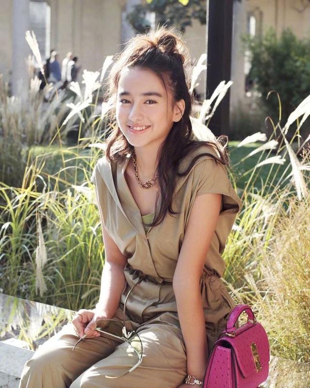 Mỹ nhân lai 16 tuổi phim Chân Tử Đan: Xinh đẹp hút hồn, bị đánh bầm dập trên phim trường - Ảnh 15.