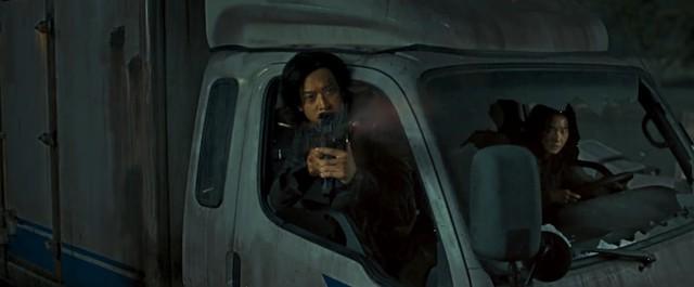 Train to Busan 2 tung trailer gay cấn đến nghẹt thở, đàn zombie đã quay trở lại và nguy hiểm gấp bội - Ảnh 7.