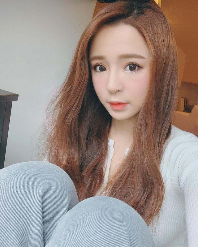 Bất ngờ bị đột kích vào nhà ngay sáng sớm, nàng Youtuber xinh đẹp hốt hoảng, không kịp trở tay thay quần áo - Ảnh 6.