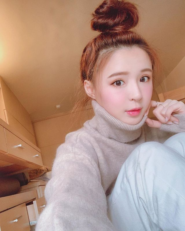 Bất ngờ bị đột kích vào nhà ngay sáng sớm, nàng Youtuber xinh đẹp hốt hoảng, không kịp trở tay thay quần áo - Ảnh 9.