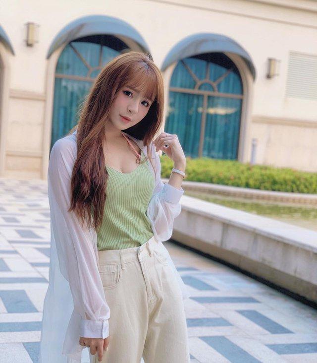 Bất ngờ bị đột kích vào nhà ngay sáng sớm, nàng Youtuber xinh đẹp hốt hoảng, không kịp trở tay thay quần áo - Ảnh 12.