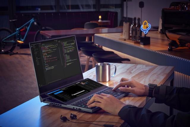 ASUS bất ngờ tung ra mẫu laptop gaming Zephyrus Duo 15: CPU Core i9, 32GB RAM, hai màn hình như trong phim viễn tưởng - Ảnh 4.