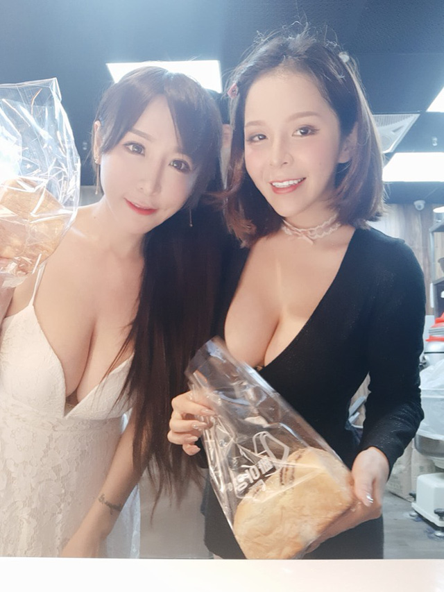 Hot girl diện váy xẻ ngực đứng bán bánh khiến dân tình suýt xoa: Làm nghề này quá phí - Ảnh 5.