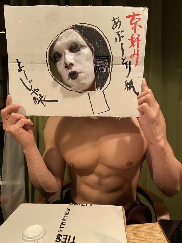 """Không chịu thua kém Thái Lan, Nhật Bản cũng có những cosplay giá rẻ vô cùng bá đạo khiến người xem """"chết cười"""" - Ảnh 8."""