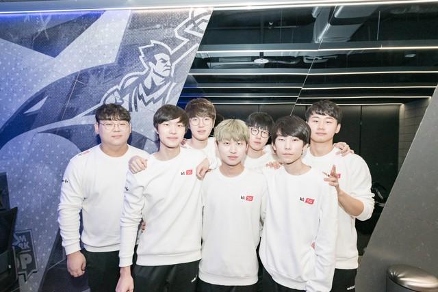 Evil Geniuses bay cao với cựu sao SKT T1 Bang và những đội tuyển lột xác khi được thi đấu online - Ảnh 1.