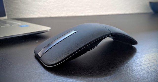 8 mẹo nhỏ giúp laptop của bạn lâu bị chai pin - Ảnh 2.