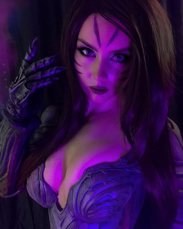 Nóng con mắt bên trái, nhức con mắt bên phải với siêu phẩm cosplay KaiSa của mỹ nhân xứ Bạch dương - Ảnh 6.