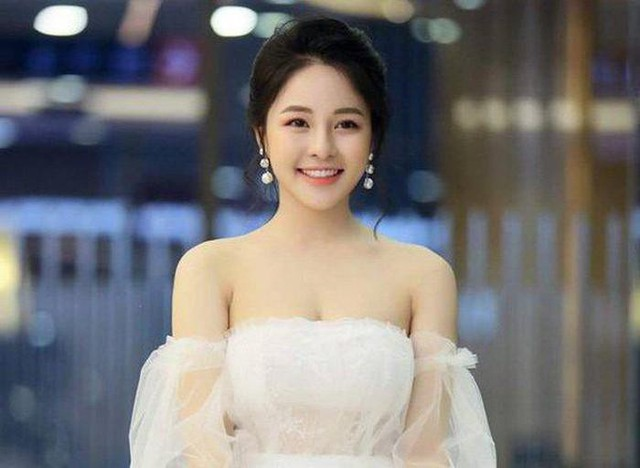 Hot girl Trâm Anh đăng clip múa gợi cảm, thu hút sự chú ý của cư dân mạng - Ảnh 1.