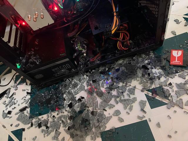 Vỡ vỏ kính PC, sự cố nguy hiểm và cách phòng tránh - Ảnh 2.