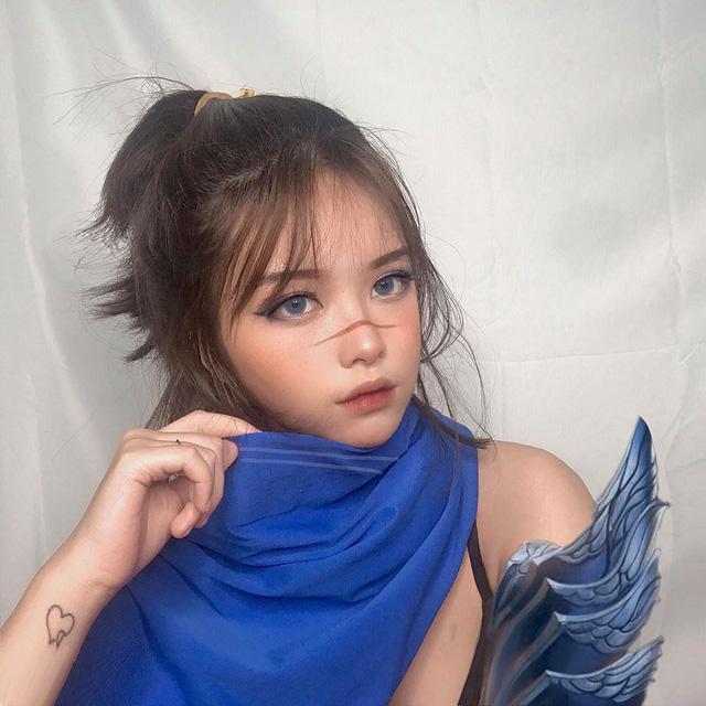 Thánh nữ Kaisa trở lại với Illaoi phiên bản xinh như thiên thần, make up sương sương cũng nhận về nghìn like - Ảnh 2.