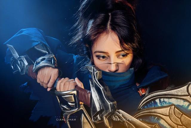 LMHT: Đứng hình trước phiên bản cosplay Yasuo phiên bản nữ Made in Vietnam căng tràn sức sống của nữ trọng tài VCS - Ảnh 3.