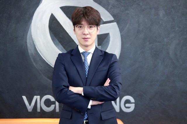 Dân mạng Trung Quốc xôn xao: kkOma hưởng lương cao gấp 5 lần các HLV khác, là ngôi sao số 1 của Vici Gaming - Ảnh 2.