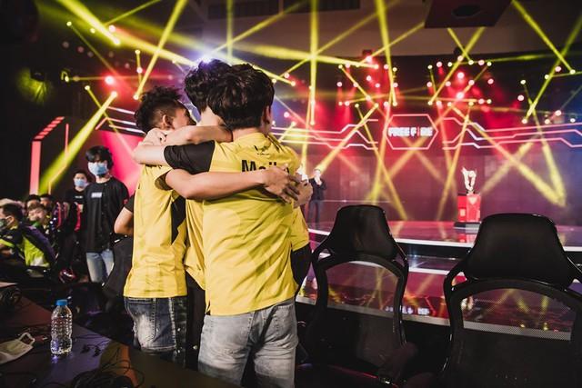 V Gaming Free Fire: Đồng lòng đồng nghĩa với chiến thắng, vô địch chỉ là phần thưởng chứng minh cho sự tin tưởng lẫn nhau - Ảnh 1.