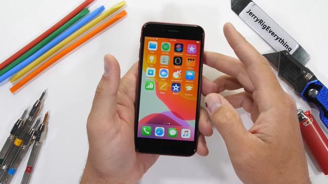 """Tra tấn iPhone SE 2020: """"iPhone giá rẻ"""" của Apple nhưng chất lượng không hề rẻ chút nào - Ảnh 1."""