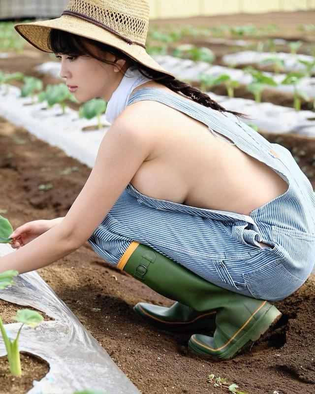 Thời nào còn là hot girl trồng rau nuôi lợn, cô gái năm xưa giờ lột xác ấn tượng, trở thành người mẫu chuyên chụp ảnh gợi cảm - Ảnh 3.