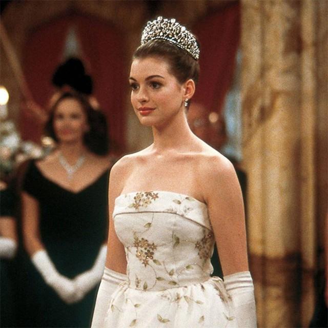 """Yêu nữ hàng hiệu Anne Hathaway: Mỹ nhân quyến rũ nổi danh nước Mỹ với """"list"""" bạn trai dài không đếm xuể nhưng lại gục ngã trước tên lừa đảo và cái kết không ai ngờ - Ảnh 2."""