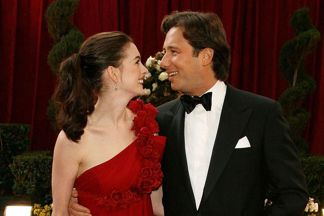 """Yêu nữ hàng hiệu Anne Hathaway: Mỹ nhân quyến rũ nổi danh nước Mỹ với """"list"""" bạn trai dài không đếm xuể nhưng lại gục ngã trước tên lừa đảo và cái kết không ai ngờ - Ảnh 10."""