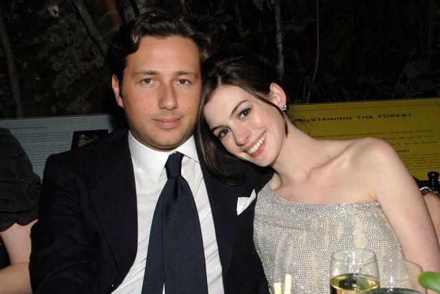 """Yêu nữ hàng hiệu Anne Hathaway: Mỹ nhân quyến rũ nổi danh nước Mỹ với """"list"""" bạn trai dài không đếm xuể nhưng lại gục ngã trước tên lừa đảo và cái kết không ai ngờ - Ảnh 11."""