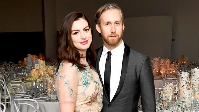 """Yêu nữ hàng hiệu Anne Hathaway: Mỹ nhân quyến rũ nổi danh nước Mỹ với """"list"""" bạn trai dài không đếm xuể nhưng lại gục ngã trước tên lừa đảo và cái kết không ai ngờ - Ảnh 13."""