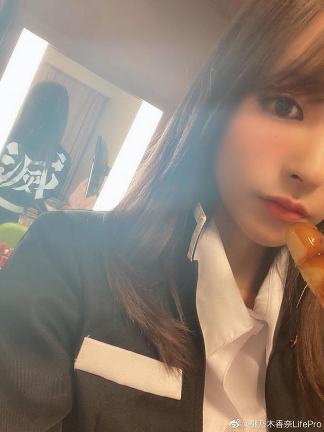 Ngắm mỹ nhân 18+ Nhật Bản Kana Momonogi cosplay Luyến Trụ trong Kimetsu no Yaiba - Ảnh 7.