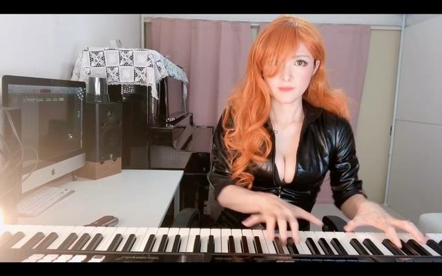 Thay áo liên tục và chơi piano trên sóng, nữ streamer khiến triệu fan vừa sướng tai vừa sướng mắt - Ảnh 3.