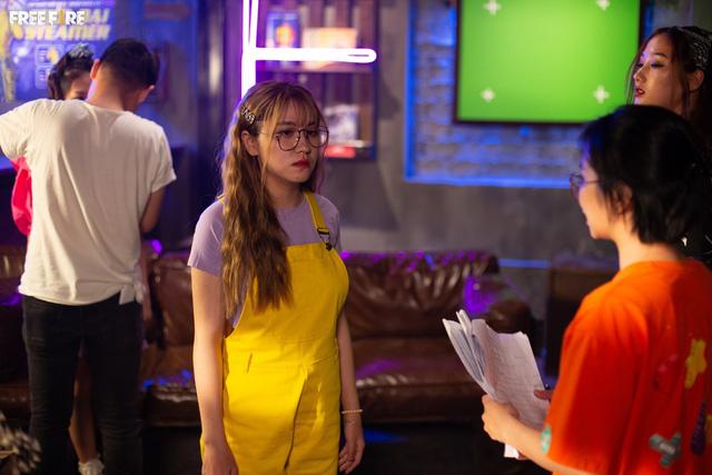 """Hot streamer Cô Ngân được khen xinh hết lời khi """"cặp kè"""" cùng Gao Bạc trong loạt ảnh hậu trường Free Fire - Ảnh 6."""