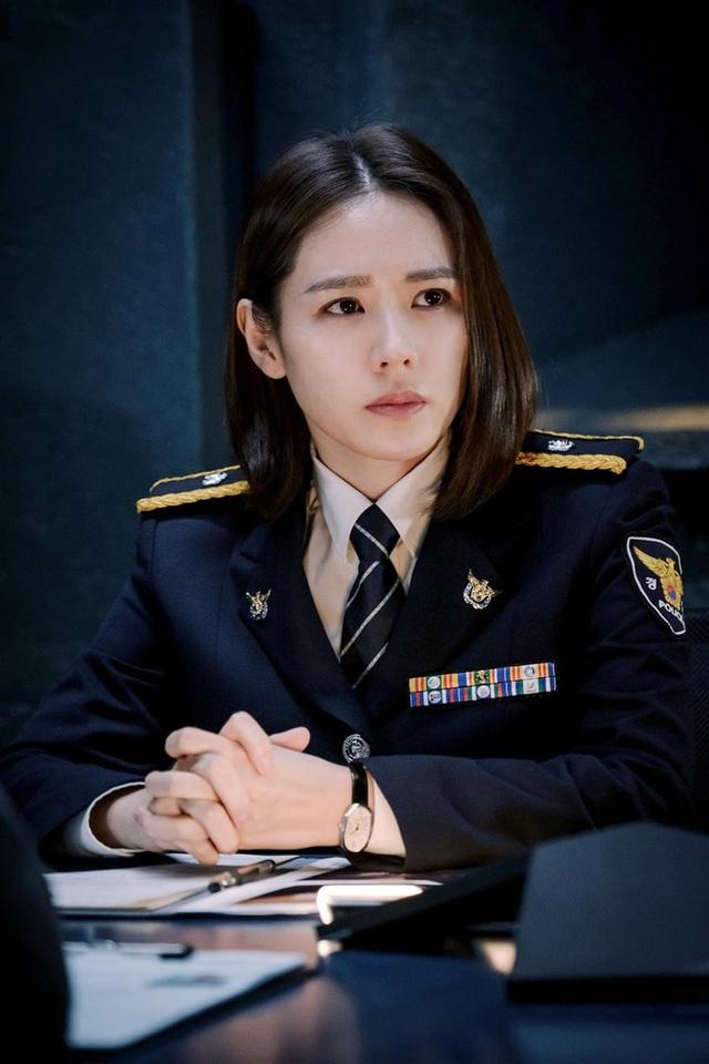 5 ông trùm xã hội đen khuynh đảo điện ảnh Hàn: Từ trùm đa cấp tỉ đô Lee Byung Hun tới tay buôn vũ khí khét tiếng Hyun Bin đều có đủ - Ảnh 11.