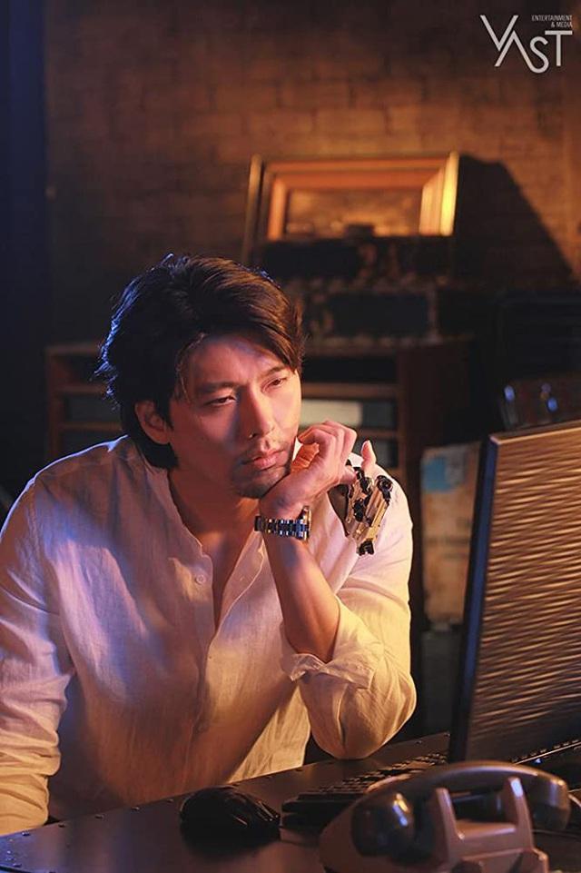 5 ông trùm xã hội đen khuynh đảo điện ảnh Hàn: Từ trùm đa cấp tỉ đô Lee Byung Hun tới tay buôn vũ khí khét tiếng Hyun Bin đều có đủ - Ảnh 10.