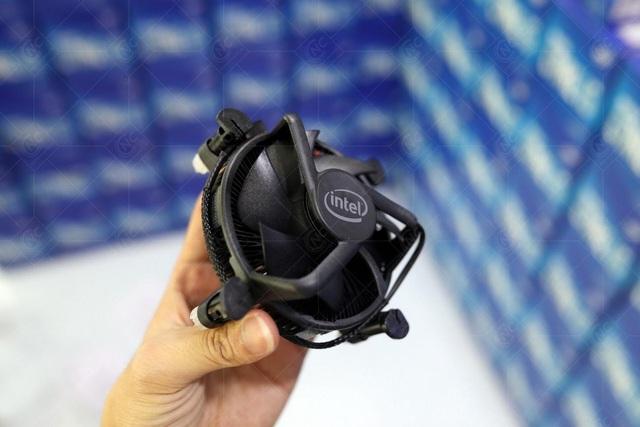 """Intel """"remaster"""" tản stock với màu đen thanh lịch, sử dụng lõi đồng, TDP 80W - Ảnh 1."""