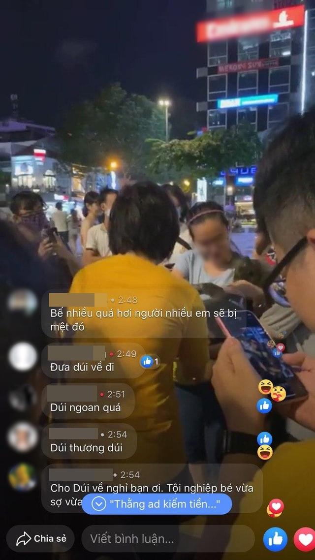 Boss Nguyễn Văn Dúi vào Sài Gòn du lịch, bị fan hâm mộ quây kín phố đi bộ Nguyễn Huệ và lặp lại cùng một hành động khiến dân mạng bức xúc - Ảnh 10.