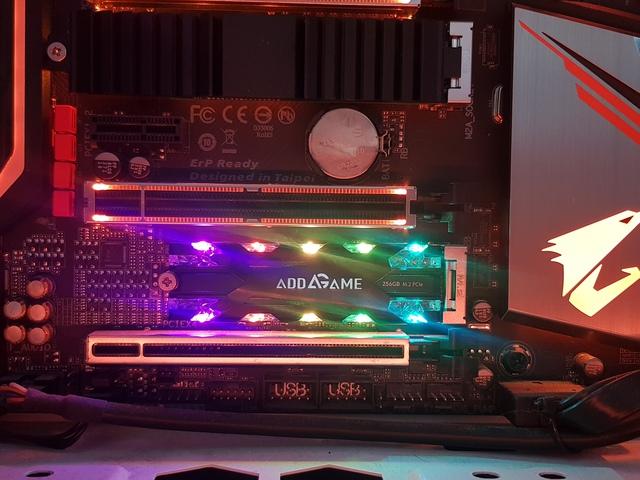 Đánh giá Addgame X70: SSD hàng hiếm với tốc độ cao, thiết kế ngầu, lại còn trang bị led RBG - Ảnh 4.