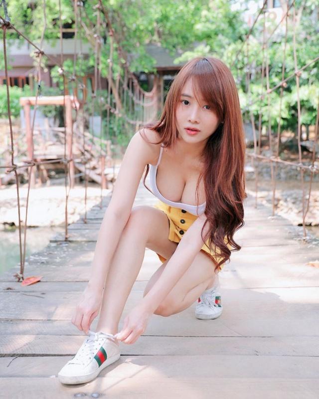 Ngồi chơi game đối kháng mà không mặc quần áo, nàng hot girl bất ngờ nổi rần rần trên mạng - Ảnh 2.