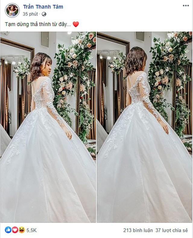 Đăng ảnh mặc áo cưới, hot girl trứng rán cần mỡ bất ngờ bị cộng đồng mạng tìm ra phiên bản chưa chỉnh sửa - Ảnh 1.