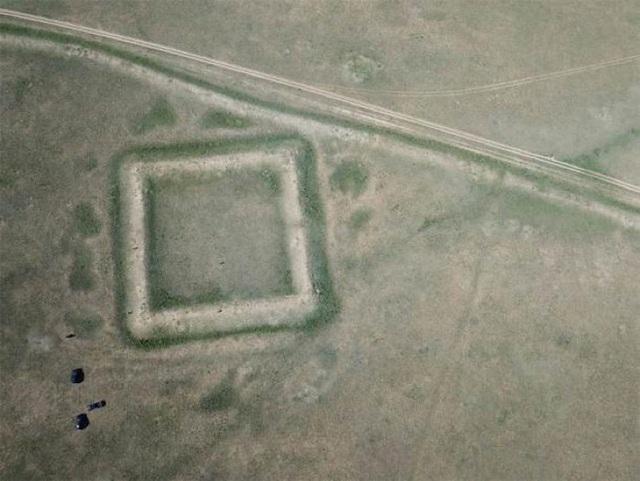"""Hình ảnh từ máy bay không người lái chụp phần còn lại của """"Bức tường của Thành Cát Tư Hãn"""". Nguồn: Gideon Shelach-Lavi"""