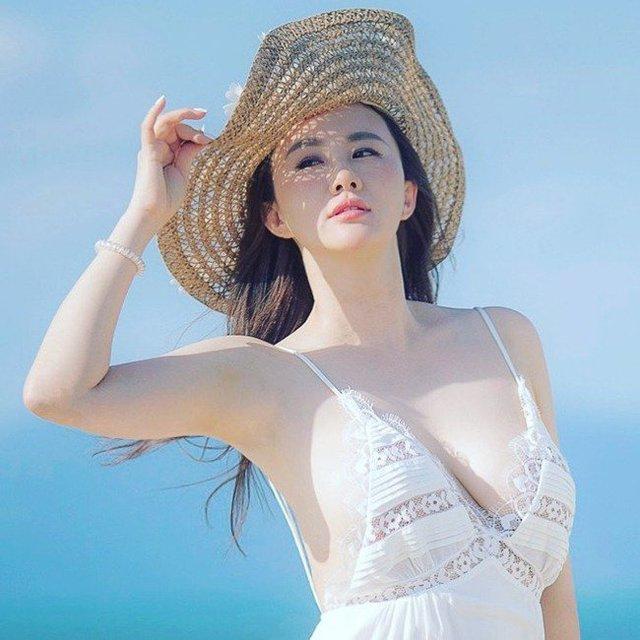 Ngắm vẻ đẹp mặn mà của cô đào từng được Trùm Playboy Hong Kong hết mực ưu ái - Ảnh 2.
