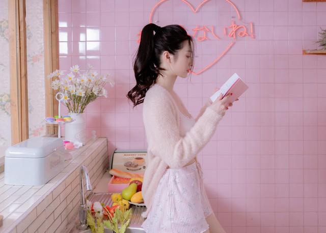 Đăng ảnh diện đồ ngủ mỏng tang gợi cảm, Jun Vũ khiến cộng đồng mạng không khỏi trầm trồ, khen ngợi - Ảnh 2.
