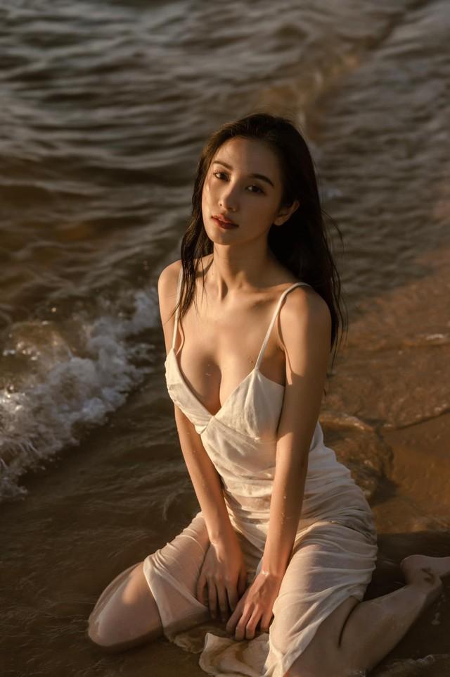 Đăng ảnh diện đồ ngủ mỏng tang gợi cảm, Jun Vũ khiến cộng đồng mạng không khỏi trầm trồ, khen ngợi - Ảnh 1.