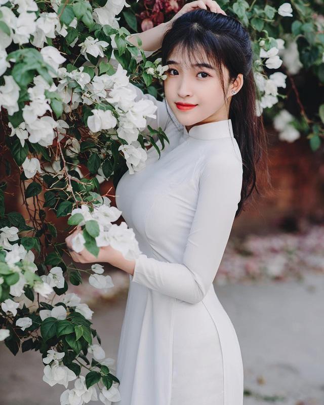 Chiêm ngưỡng vẻ đẹp thuần khiết, thân hình bốc lửa của nữ sinh 17 tuổi Đồng Nai gây sốt MXH - Ảnh 2.