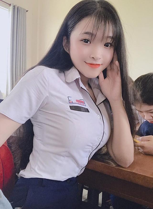 Chiêm ngưỡng vẻ đẹp thuần khiết, thân hình bốc lửa của nữ sinh 17 tuổi Đồng Nai gây sốt MXH - Ảnh 8.