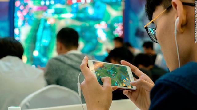 """Cha đẻ Liên Quân Mobile áp dụng cách chống """"trẻ trâu"""" phá game cực dị, bắt phải lộ mặt mới cho chơi - Ảnh 2."""