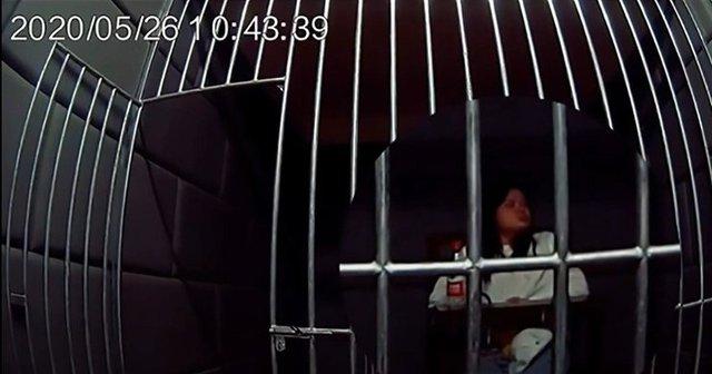 Cay cú vì thất tình, cô gái đấm vỡ cửa sổ ở độ cao 9.000m khiến máy bay phải hạ cánh khẩn cấp - Ảnh 3.