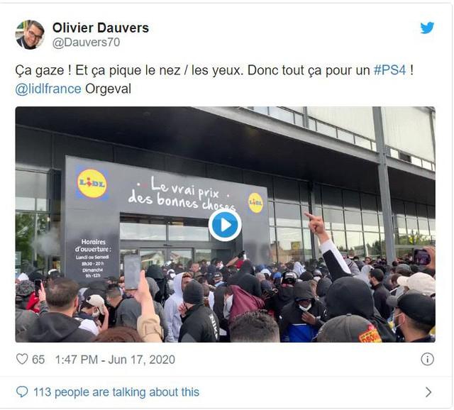 Hàng trăm người tụ tập tại cửa hàng PlayStation vì PS4 giảm giá chỉ còn.... 2 triệu đồng - Ảnh 2.