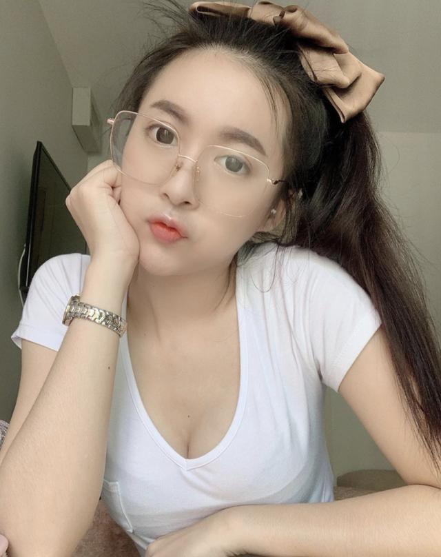 Đang từ hot girl chuyển hướng làm Youtuber, cô nàng gợi cảm nhận cơn mưa lời khen từ cộng đồng mạng - Ảnh 8.